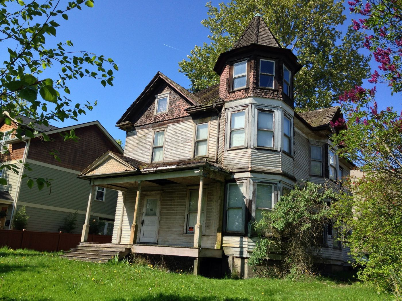 Should you warn a potential buyer that your house is haunted?