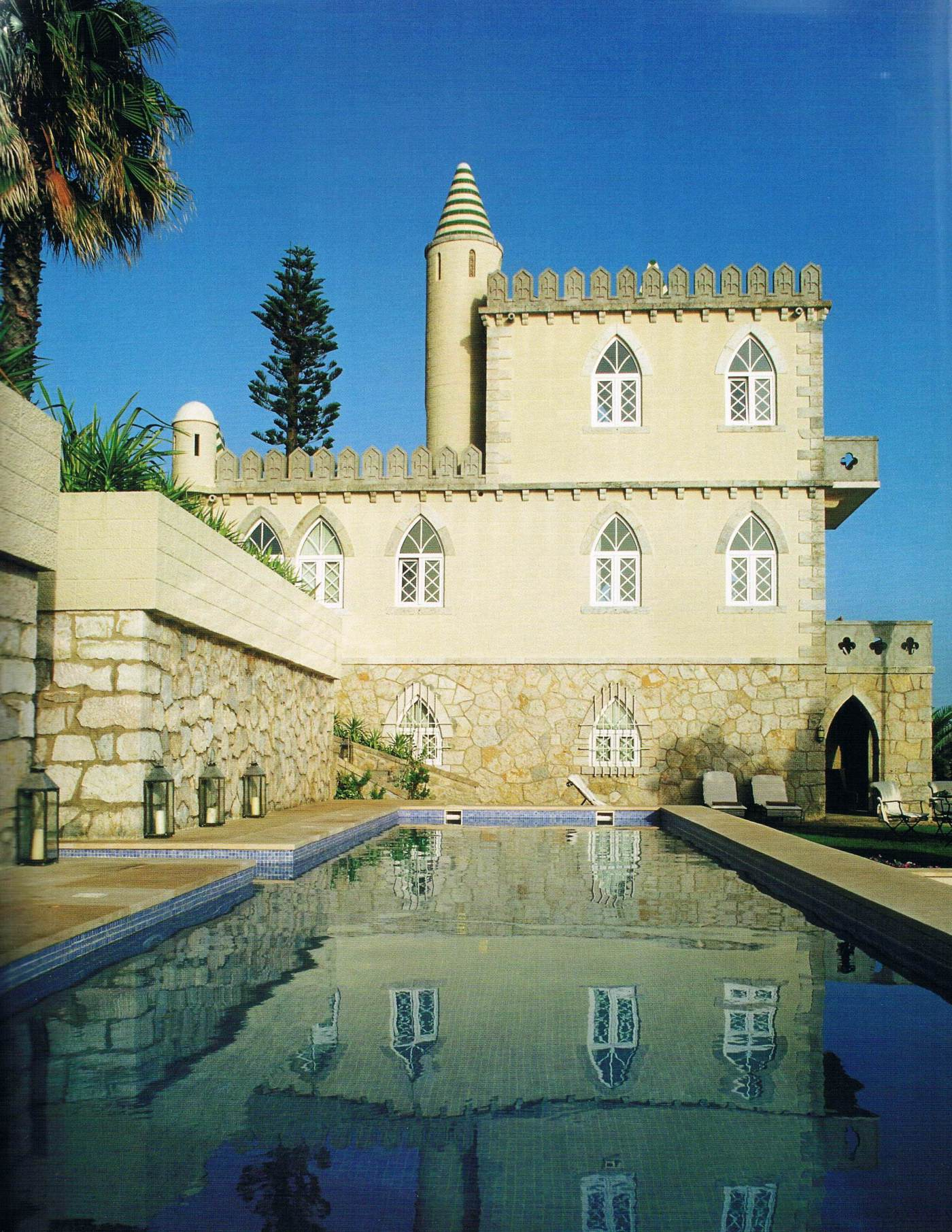 Haunted home in Cascais: the legend of the little blind girl