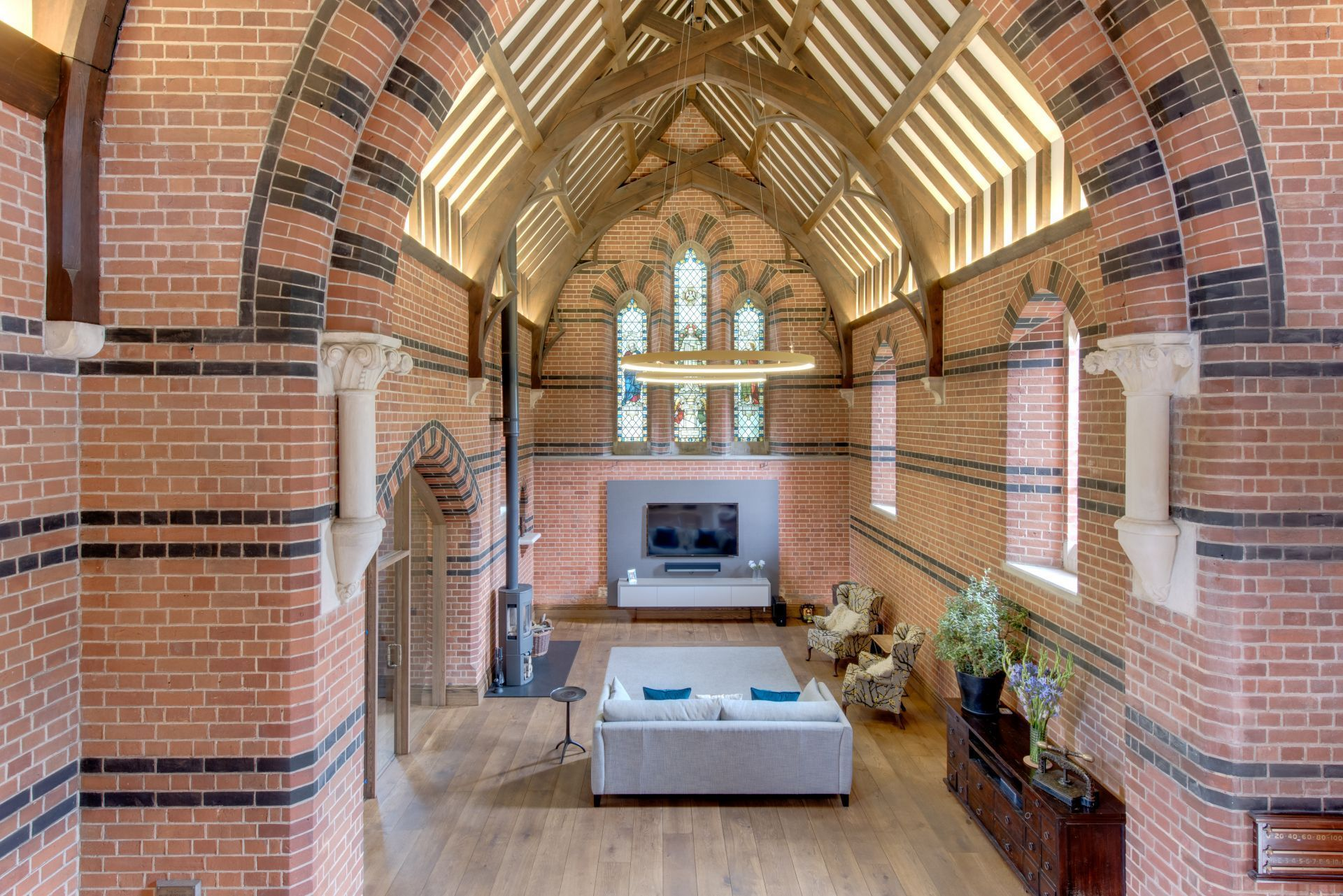 Eight bedroom main manor and a separate four bedroom gatehouse - Originally Commissioned By The Courtauld Family It Was Converted In 2014 Into A Stunning Five Bedroom