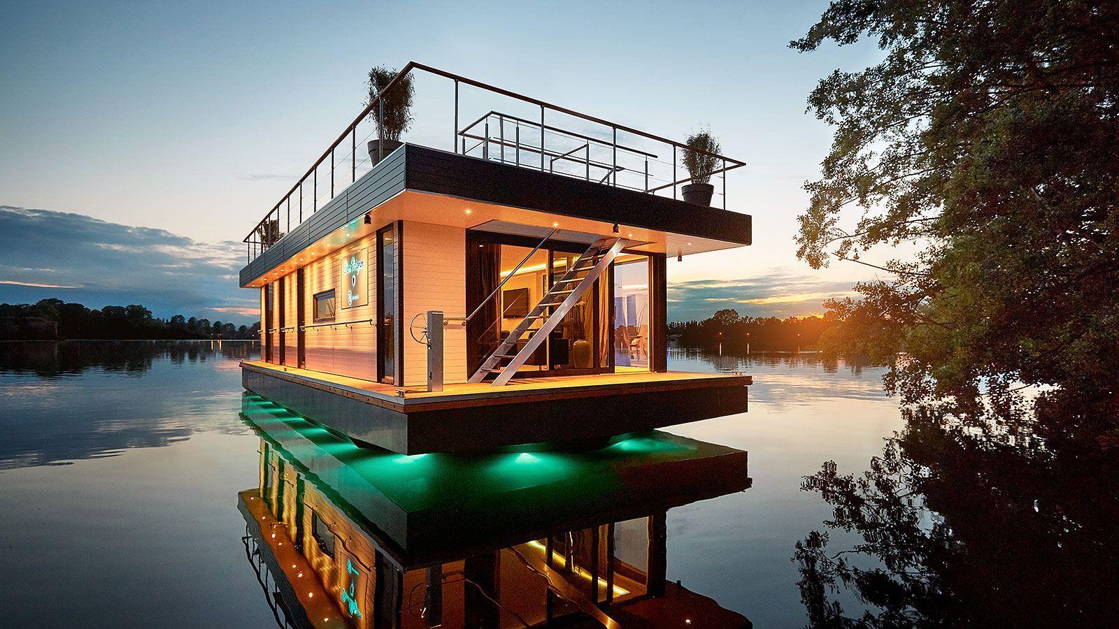 Showcase episode: Luxury floating penthouse boats
