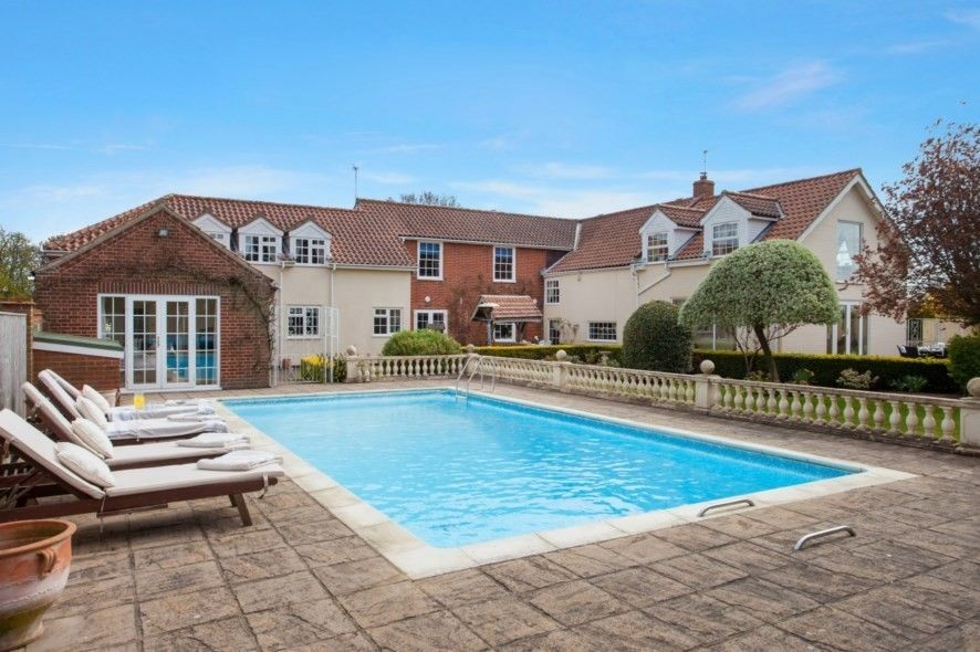 Splash Out On These 10 Homes With Swimming Pools Blog