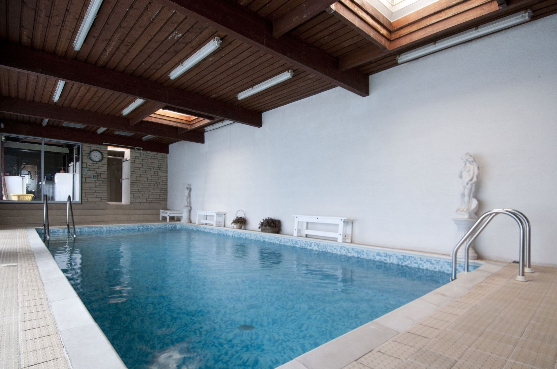 Splash out on these 10 homes with swimming pools - Blog