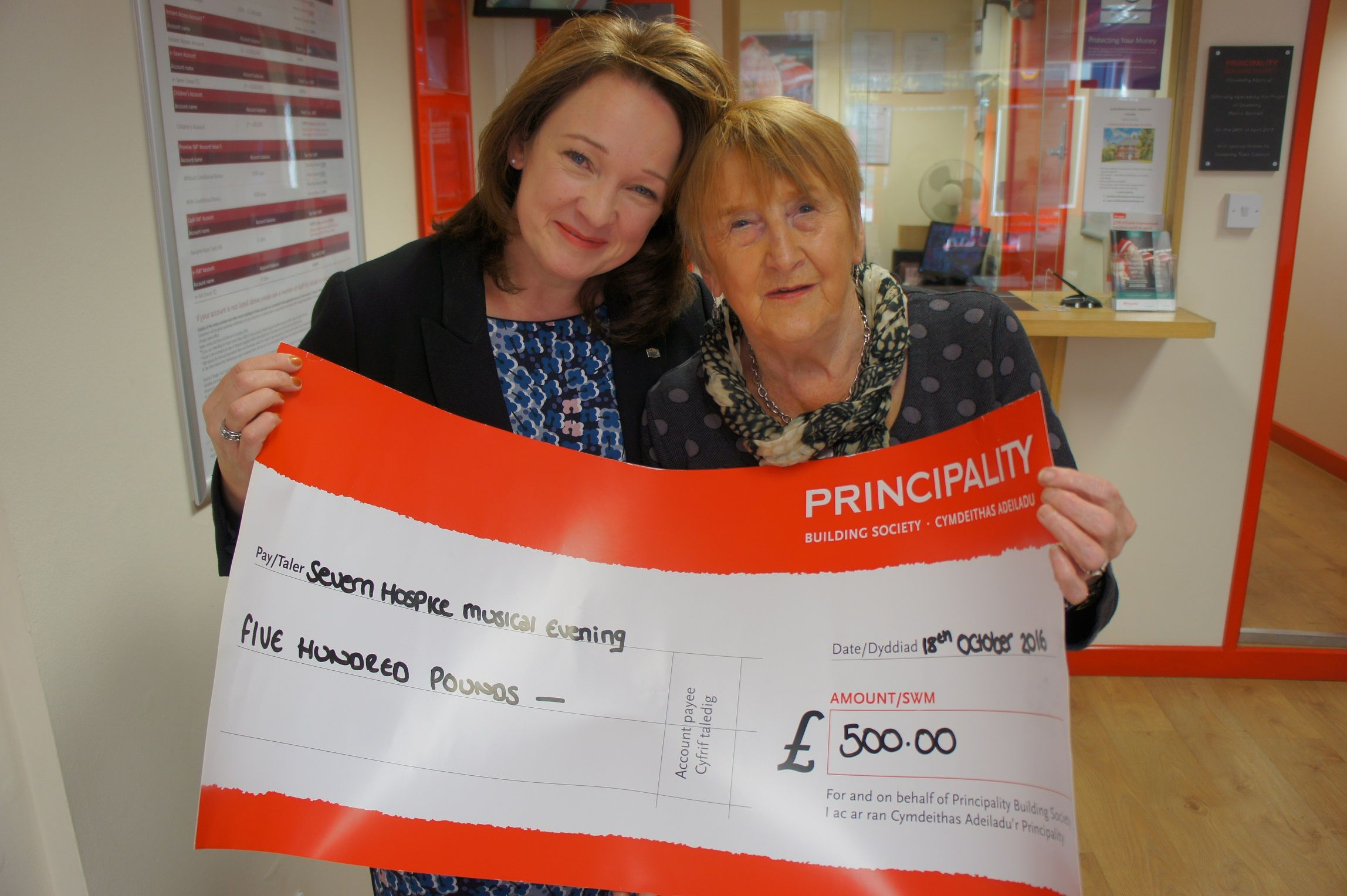 kate_howell_presents_cheque_to_fundraiser_enid_thomas_sml
