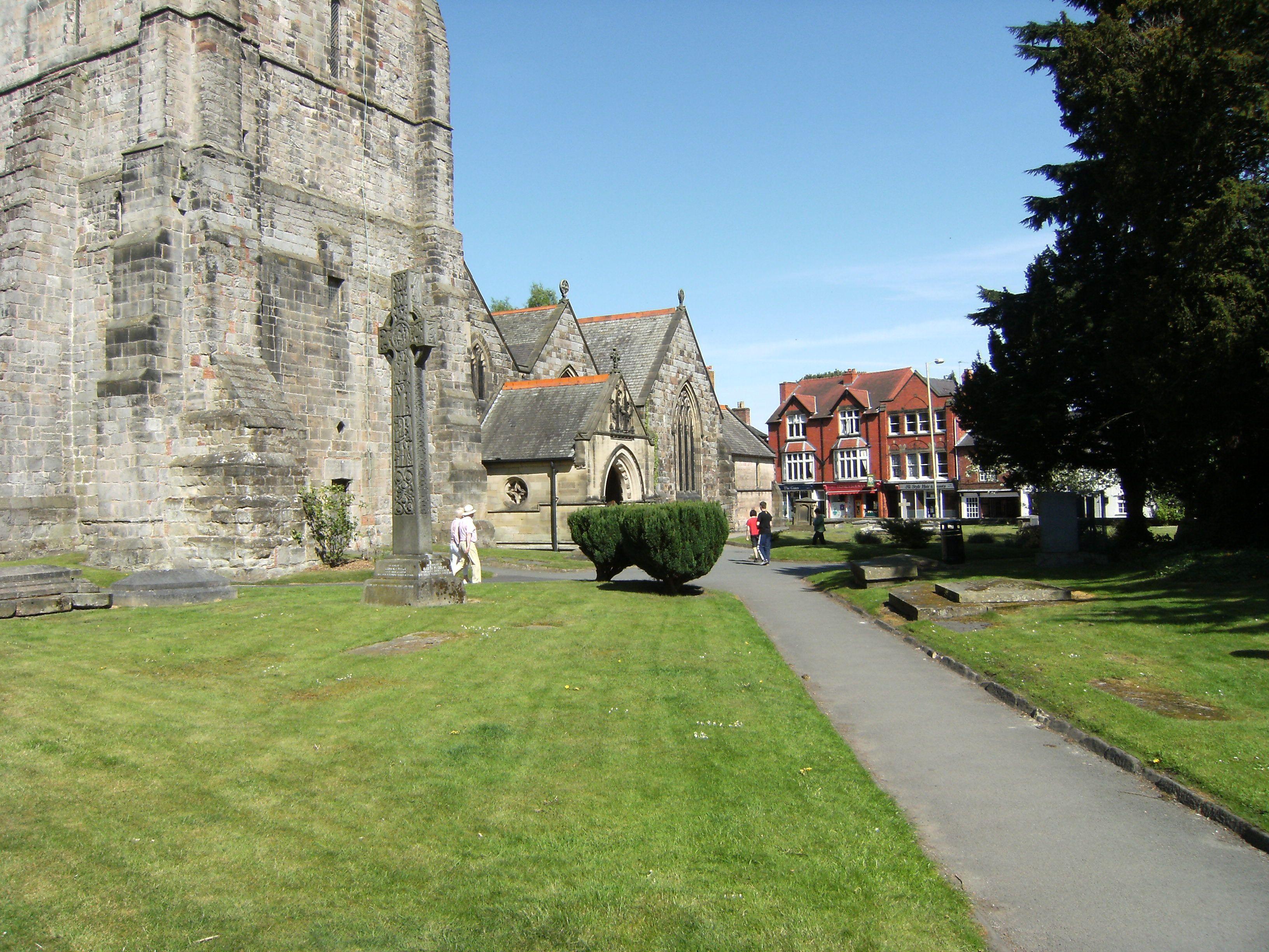 oswestry-churchyard_6097927174_o