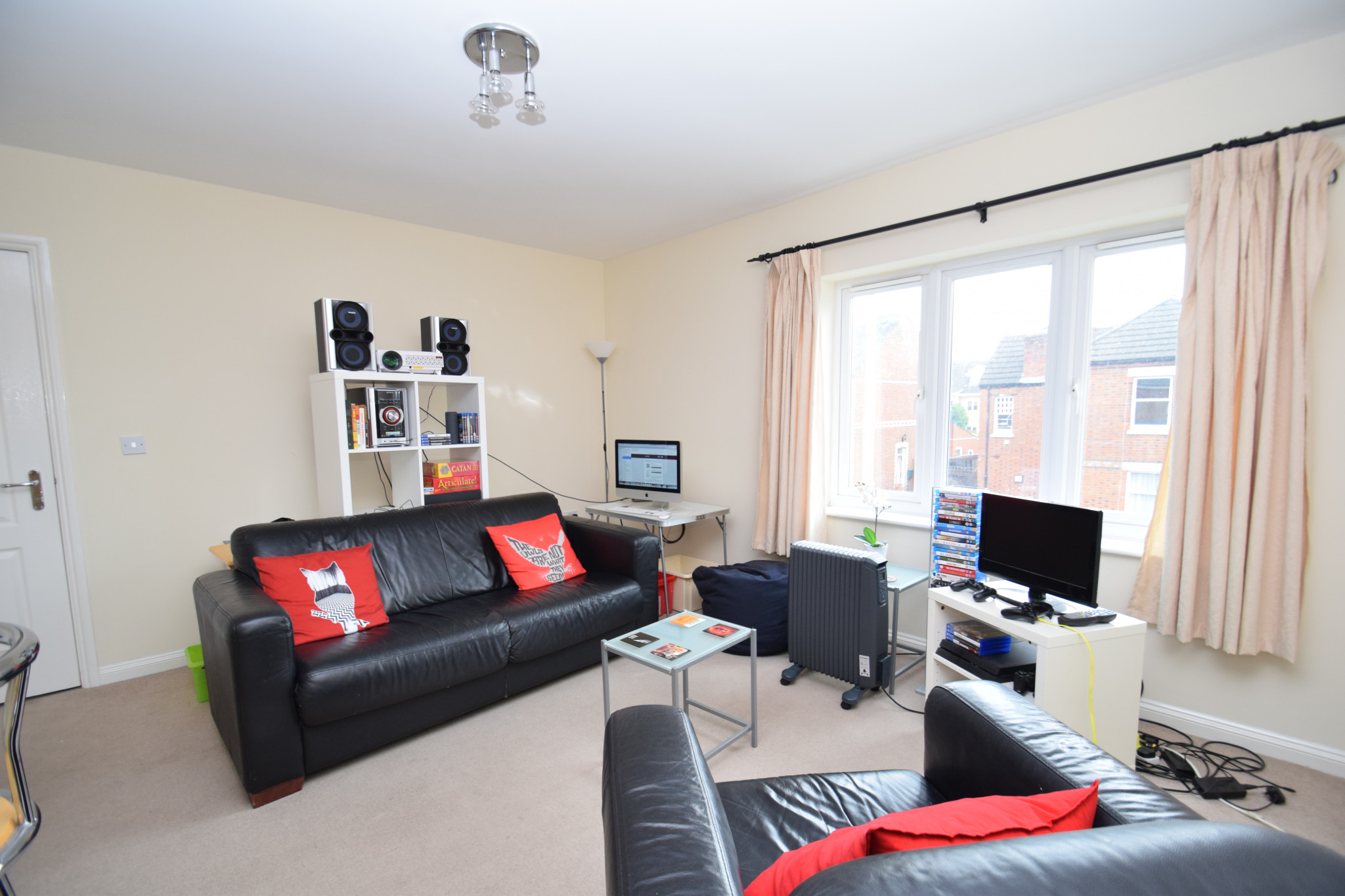 2_willow_court_living_room_(1)