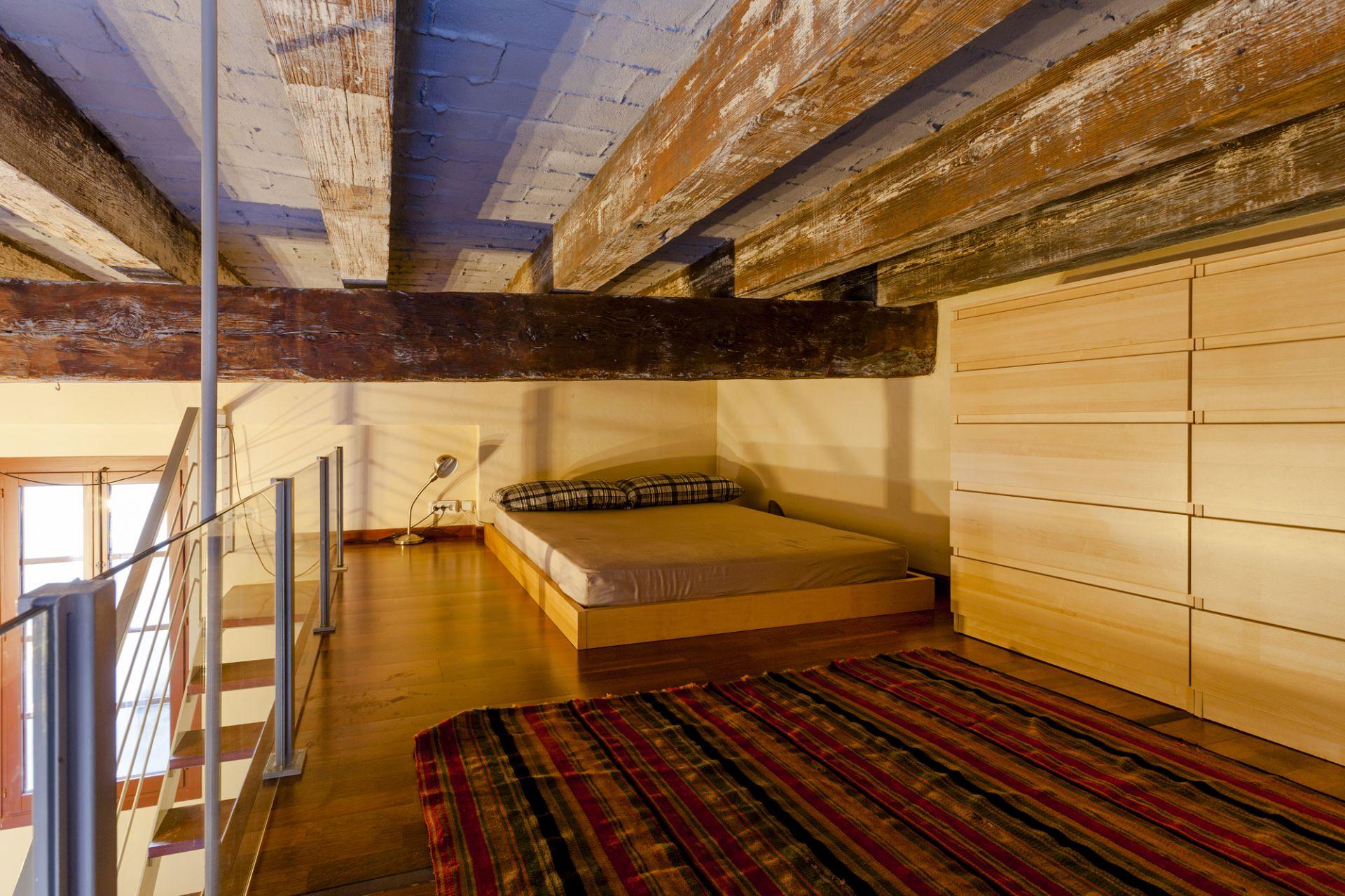 bedroom-luxury-apartment-rooom