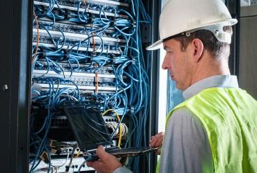 shutterstock_167531540_electrician1