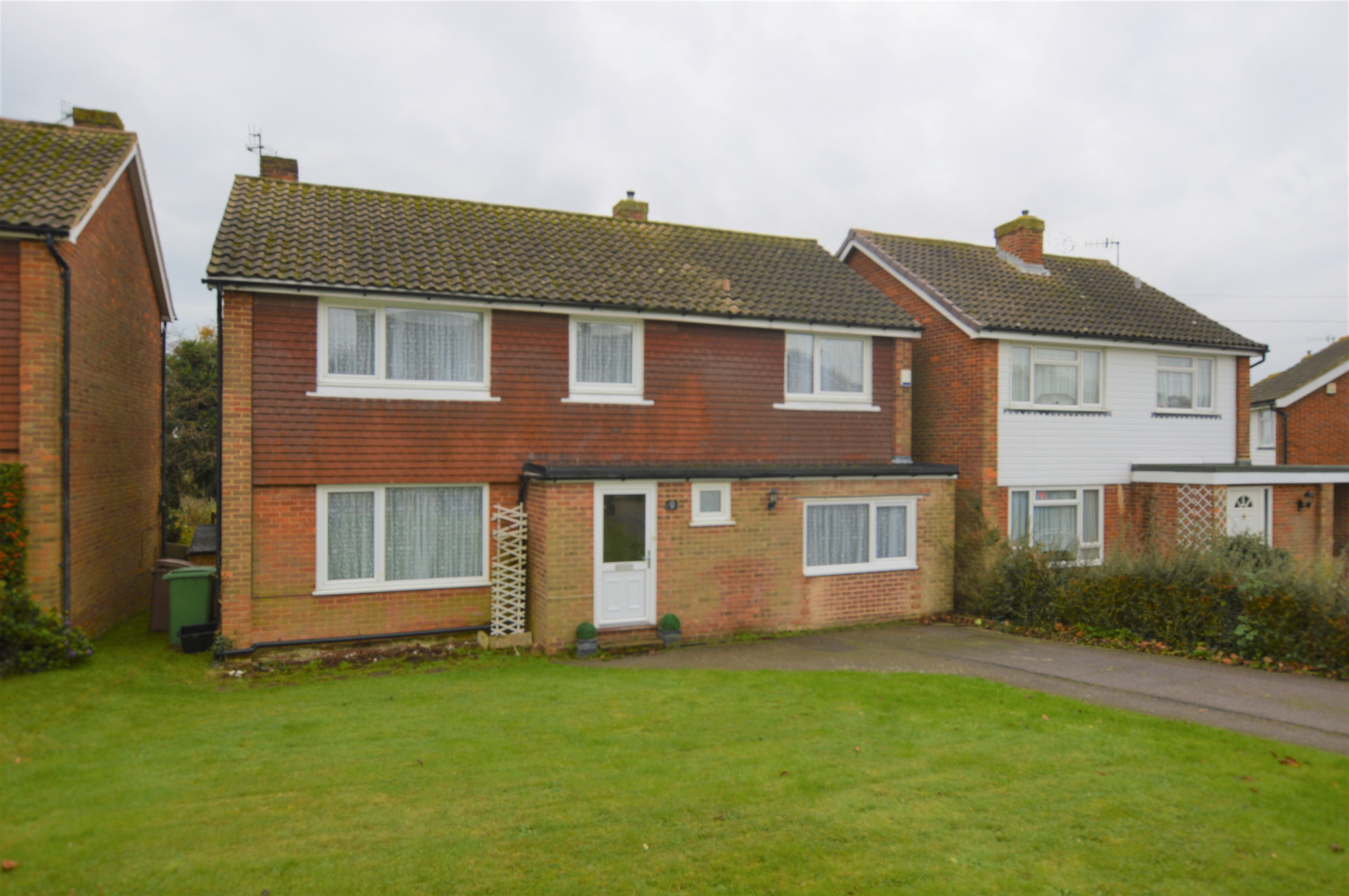 JUST ON THE MARKET - GHYLLSIDE WAY,HASTINGS